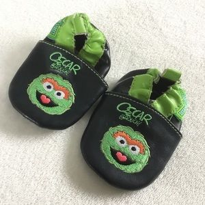 Oscar the grouch leather robeez slippers